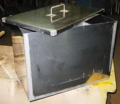 Ящик из нержавейки с крышкой