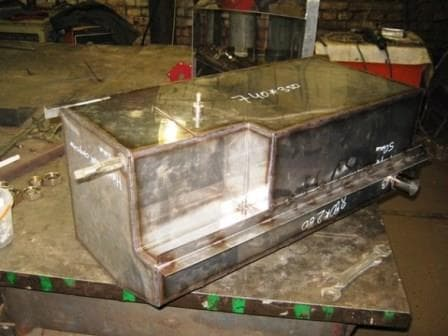 Ящик металлический с крышкой